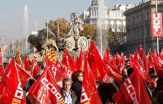 Gran manifestación de delegados sindicales de CCOO en Madrid en protesta del día y medio de Descanso Semanal